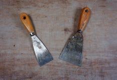 Scaper foggia la spatola del metallo su un fondo di legno fotografia stock libera da diritti