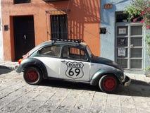 Scarab?e de VW de l'itin?raire 69 en San Miguel de Allende, Mexique images stock