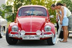Scarabeo rosso di Volkswagen dell'annata Immagini Stock Libere da Diritti