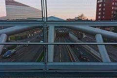 ` Scarampo从往`工业Parkì `的步行桥看见的`街道 库存照片