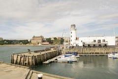 Scarborough, гавань, маяк, северный Йоркшир, Англия, блок стоковые изображения