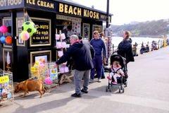 Киоск пляжа, Scarborough, северный Йоркшир, Великобритания стоковые фото