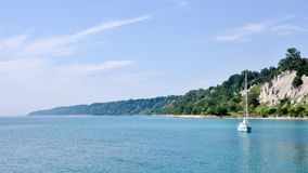 Free Scarborough Bluffs With Boat On Lake Ontario On A Sunny Day - Toronto Royalty Free Stock Photography - 104286017