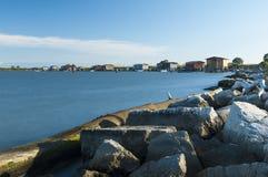 SCARDOVARI, WŁOCHY, 2016-08-06: Połów budy przy Scardovari laguną Zdjęcie Royalty Free