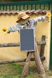 Scarecrow med whiteboard Royaltyfria Foton
