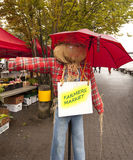 Scarecrow pointing to farmers market Stock Photography