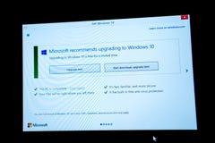 Scarichi e migliori il bottone posteriore sullo schermo di Microsoft Windows Immagini Stock