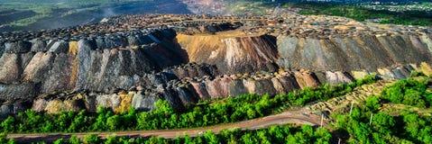 Scarichi multicolori della roccia dalle cave Fotografie Stock Libere da Diritti