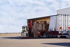 Scarico del camion Fotografie Stock