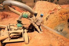 Scarico della miniera di recupero dell'oro immagine stock