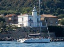 Scario -小船在Cala弗兰切斯卡 免版税库存图片