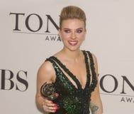 Scarlett Johansson en 64 la publicación anual Tony Awards en 2010 Imagen de archivo
