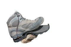 Scarpa di trekking tagliata dopo uso intensivo (isolato) Fotografia Stock Libera da Diritti
