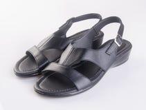 scarpa o le scarpe nere degli uomini di colore su un fondo Fotografia Stock Libera da Diritti