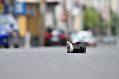 Scarpa sulla via dopo l'incidente Fotografie Stock