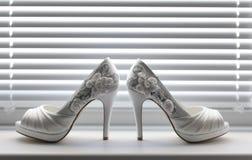 Le scarpe bianche della sposa Immagini Stock Libere da Diritti