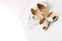 Scarpe bianche di nozze per le spose Fotografia Stock Libera da Diritti