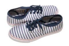 Scarpe casuali del mocassino a strisce su bianco Fotografie Stock Libere da Diritti