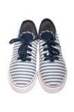 Scarpe casuali del mocassino a strisce su bianco fotografie stock