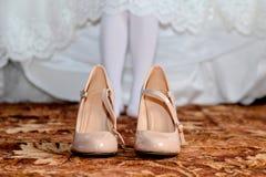 Scarpe crema di nozze Immagini Stock