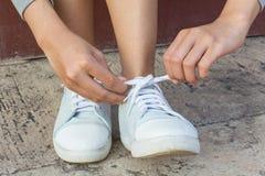 Scarpe d'uso della donna Fotografia Stock