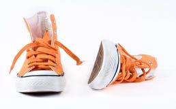 Scarpe da tennis arancioni isolate Fotografia Stock Libera da Diritti