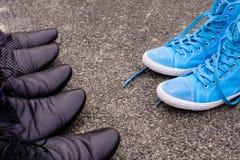 Scarpe da tennis blu Fotografia Stock Libera da Diritti