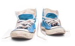 Scarpe da tennis blu con i pizzi bianchi Immagine Stock