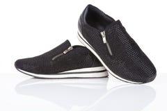Scarpe da tennis nere con i cristalli di rocca Fotografia Stock