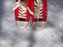 Scarpe da tennis rosse Immagine Stock