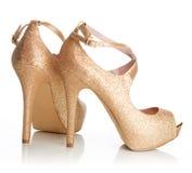 Scarpe dell'oro delle signore Fotografia Stock Libera da Diritti