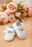 Scarpe della neonata Fotografia Stock