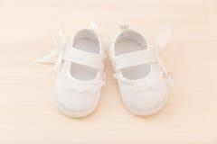 Scarpe della neonata Immagini Stock Libere da Diritti