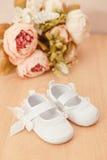 Scarpe della neonata Fotografia Stock Libera da Diritti