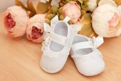 Scarpe della neonata Immagine Stock Libera da Diritti