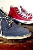 Scarpe della pelle scamosciata e scarpe di tela Fotografia Stock