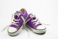 Scarpe delle scarpe da tennis della bambina Immagini Stock Libere da Diritti
