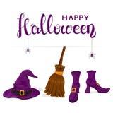 Scarpe delle streghe con il cappello e scopa e testo porpora Halloween felice Immagine Stock Libera da Diritti