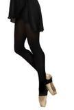 Scarpe di balletto sui piedi della ballerina graziosa professionista, bla Fotografie Stock Libere da Diritti