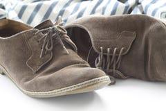 Scarpe di Brown e camicia a strisce Fotografia Stock Libera da Diritti