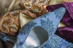 Scarpe di dito del piede con precisione decorate del partito della donna del classico Immagini Stock
