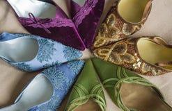 Scarpe di dito del piede con precisione decorate del partito della donna del classico Immagini Stock Libere da Diritti