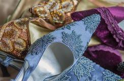 Scarpe di dito del piede con precisione decorate del partito della donna del classico Fotografia Stock
