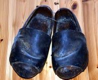 Scarpe di inverno, calzature in montagne di Dolomiti, Italia Fotografia Stock