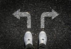 Scarpe di sport su asfalto Fotografia Stock