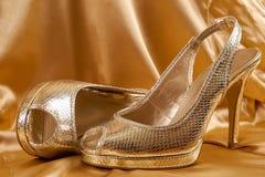 Scarpe dorate Immagine Stock