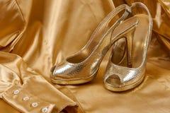 Scarpe dorate Fotografia Stock Libera da Diritti
