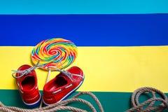 Scarpe e lecca-lecca rosse della barca Fotografia Stock Libera da Diritti