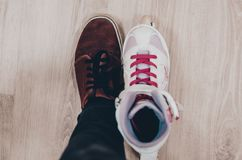 Scarpe e pattini di rullo immagine stock libera da diritti