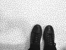 Scarpe e pavimento Fotografia Stock Libera da Diritti